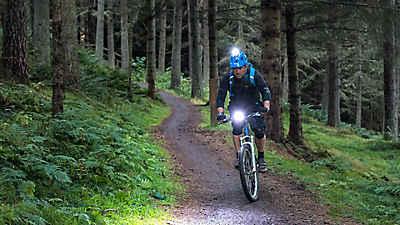 Être bien visible sur son vélo évite les accidents