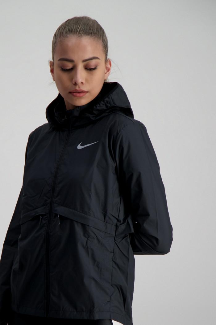 Nike Essential Damen Laufjacke in schwarz sichern   Ochsner