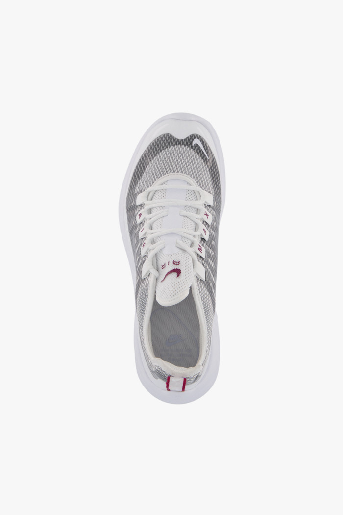 Acquista Air Max Axis Premium sneaker donna Nike in argento