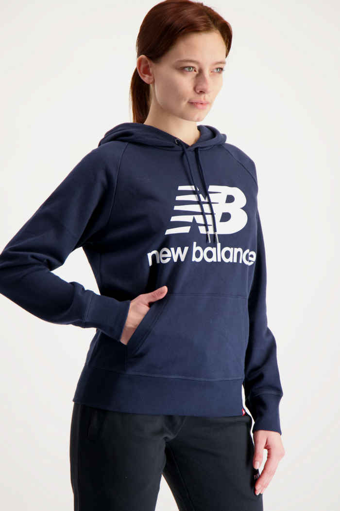 New Balance Essentials Stacked Logo hoodie femmes Couleur Bleu navy 1