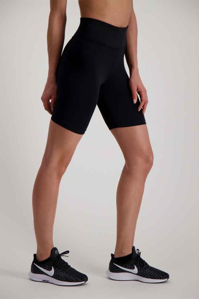 Nike Sportswear Leg-A-See short donna 1